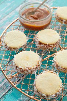 Alfajores are melt-in-your-mouth dulce de leche cookies! Biscuit Cookies, Sandwich Cookies, Shortbread Cookies With Cornstarch, Oatmeal Lace Cookies, Strawberry Scones, Bigger Bolder Baking, American Cookie, Baking School, Dulce De Leche
