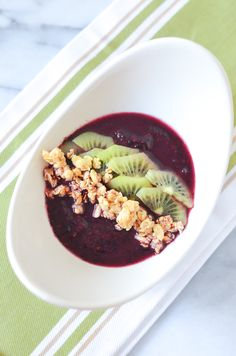 Acai Blueberry Probiotic Smoothie Bowl for One | Good Belly Recipe | Luci's Morsels :: LA Healthy Food Blog