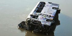 PRF confirma morte de 7 pessoas que estavam em ônibus que caiu de ponte; vídeo do resgate + 18