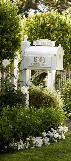 Sure to make an impression compatible with your home, our incredibly rugged Capitol Monogrammed Mailbox is ready for personalization.