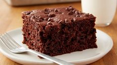 Easy Chocolate-Banana Snack Cake Snack cake has never tasted so good. This easy (no mixer needed!) chocolaty cake is a genius new go-to anytime you have ripe bananas on hand. Scones, Brownies, Banana Snacks, Banana Recipes, Cake Recipes, Dessert Recipes, Sweet Recipes, Snacks Recipes, Cheesecake