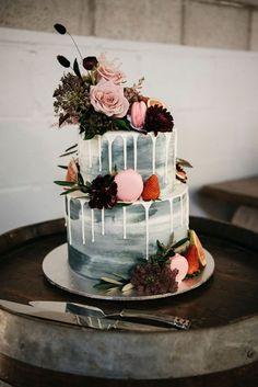 Chocolate wedding cake - The perfect autumn wedding cake ideas – Chocolate wedding cake Wedding Cake Fresh Flowers, Fall Wedding Cakes, Wedding Cakes With Cupcakes, Elegant Wedding Cakes, Wedding Cake Designs, Wedding Cake Toppers, Rustic Wedding, Magical Wedding, Elegant Cakes