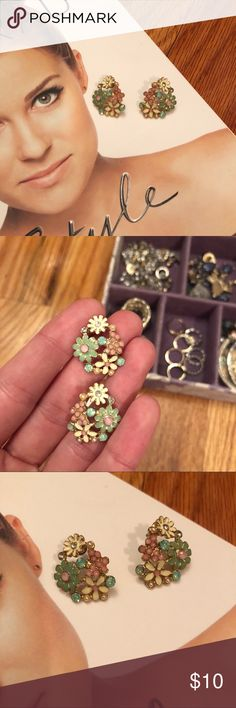 ✨NEW✨ Floral Gem Stud Earrings Floral gem large stud earrings |  Worn a couple times, in great condition |  Great to update any outfit and everyday wear |  Thoroughly cleaned and ready to wear! |   💵 offers welcome 🛍 bundle and save Jewelry Earrings