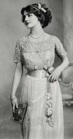 Edwardian fashion: Edwardian fashion: Lily Elsie (1886 – 1962) was a popular English actress and singer during the Edwardian era.