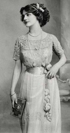 Edwardian fashion: Edwardian fashion: Lily Elsie (1886 – 1962) was a popular English actress and singer during the Edwardian era.
