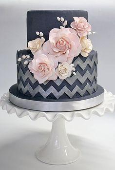 A combinação de tons escuros com o rosa claro ficou elegante. Você usaria?
