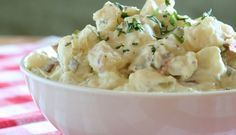 CREAMY POTATO SALAD Ingredients ½ kilo of cooked, peeled and diced potatoes ½ diced onion ½ cup mayonnaise de papa con mayonesa de huevo Making Potato Salad, Homemade Potato Salads, Potato Salad Recipe Easy, Creamy Potato Salad, Potato Salad With Egg, Homemade Ice, Slow Cooker Potatoes, Crock Pot Potatoes, Diced Potatoes
