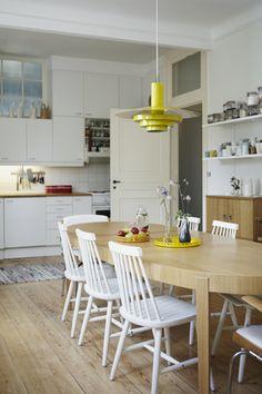 Scandinavian Retreat: Swedish retro home Dining Room Design, Dining Area, Kitchen Dining, Design Room, Casa Retro, Retro Home, Light Wood Kitchens, Sweet Home, Contemporary Home Decor