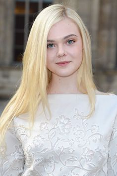 Platinblond indisch remy clip in hair extensions - CLIP IN - DonaLoveHair Synthetic Lace Front Wigs, Synthetic Hair, Hot Girls, Dakota And Elle Fanning, Ombre Wigs, Blonde Ombre, Teen Vogue, Clip In Hair Extensions, Lace Wigs