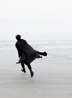 six of crows aes Regulus Black, The Grisha Trilogy, Six Of Crows, Peter Lindbergh, The Secret History, The Infernal Devices, Foto Pose, Am Meer, Beach Walk