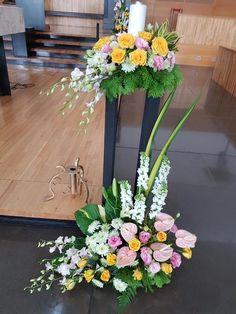 Church Flower Arrangements, Church Flowers, Table Arrangements, Floral Arrangements, Altar, Wedding Decorations, Table Decorations, Table Flowers, Ikebana
