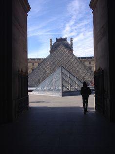 Louvre e le sue geometrie.