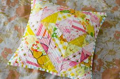 This would be fun in 2 colors of different values.  Vintage Sheet HST Pillow Tutorial - InColorOrder.com