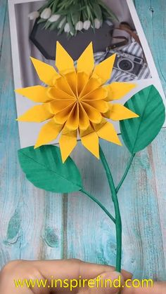 Paper Diy sunflower For you Loved ones - Origami - - Paper Flowers Craft, Paper Crafts Origami, Paper Crafts For Kids, Diy Paper, Paper Art, Origami Flowers, Paper Oragami, Paper Sunflowers, Cardboard Crafts