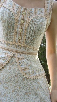 a ribbon at a time — girlyme: Gunne Sax dress (by Create in me. 1970s Dresses, Vintage Dresses, Vintage Outfits, 70s Fashion, Vintage Fashion, Fashion Outfits, Womens Fashion, Fashion History, Korean Fashion