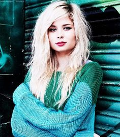Love nina shes the best Side Fringe Hairstyles, Cool Hairstyles, Nina Nesbitt, Blonde Wavy Hair, Layered Haircuts, Pure Beauty, About Hair, Cut And Color, Pink Hair