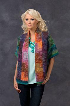 ¡Le encantará usar este impactante suéter tipo saco! El estambre matizado forma hermosos cuadros sin tener que cambiar colores.
