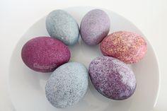 Eier färben mit Reis und Lebensmittelfarbe
