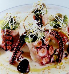 insalata di polpo in salsa verde con crema di patate e fiori di cappero/octopus salad with green sauce, mashed potatoes and caper flowers