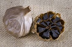 Black garlic is a traditional specialty. Black garlic can be used to make a lot of dishes, including pizzas, pasta, salads, seafood and meats. Making your own black garlic fun way to create a unique flavor. Raw Garlic, Black Garlic, Aomori, Garlic Recipes, Diet Recipes, Yummy Recipes, Healthy Recipes, Garlic Supplements, Gastronomia