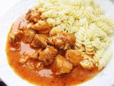 Bravčový guláš   Bonviváni Old Recipes, Cooking Recipes, Pork Goulash, Pressure Cooker Recipes, Main Meals, Chana Masala, Pasta Salad, Pesto, Stew