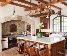 Tuscan design – Mediterranean Home Decor Kitchen Tiles, Kitchen And Bath, New Kitchen, Kitchen Design, Kitchen Decor, Farm Kitchen Ideas, Old World Kitchens, Home Kitchens, Tuscan Kitchens