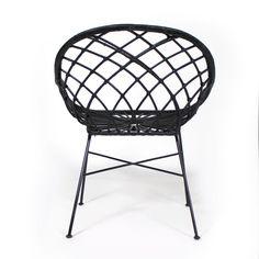 Elancée et naturelle cette chaise aux pieds pas s offre un
