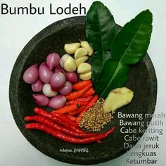 Ingredients for Indonesian spice paste for soup. Sayur lodeh is an Indonesian vegetable soup prepared from vegetables in coconut milk Indonesian Food Traditional, Indonesian Cuisine, Indonesian Recipes, Baby Food Recipes, Cooking Recipes, Healthy Recipes, Cooking Tips, Malay Food, Malaysian Food