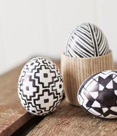 10 Stylish Black and White DIY Easter Eggs Decor