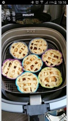 Appeltaartjes uit de Airfryer. Een lekker zoet recept dat makkelijk is om te maken. Air Fry Everything, Phillips Air Fryer, Air Recipe, Nuwave Air Fryer, Air Frier Recipes, Actifry Recipes, Air Fried Food, Air Fryer Healthy, Air Frying
