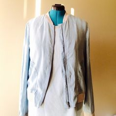 3 HOUR SALENWT Lou & Grey chambray jacket This jacket is perfect for spring. It's chambray with light gray fabric edges. I am reposhing because it didn't work for me. Just want to get what I paid I for it. I wish it worked I love this jacket! Lou & Grey Jackets & Coats