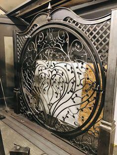 Grill Gate Design, Steel Gate Design, Iron Gate Design, Metal Gates, Wrought Iron Doors, Porte Design, Iron Decor, Steel Doors, Metal Art