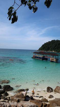 O paraíso azul das ilhas Perhentian, Malásia | Viaje Comigo Cameron Highlands, Kuala Lumpur, Beach, Water, Outdoor, Islands, Traveling, Blue, Gripe Water