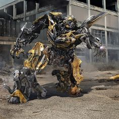 Even more Transformers: The Last Knight concept art! Transformers Decepticons, Transformers Autobots, Transformers Bumblebee, Revenge Of The Fallen, Last Knights, Sci Fi Fantasy, Marvel Avengers, Robot, Concept Art