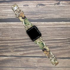 Officially licensed Realtree Outdoors watch bands are a must-have accessory for any outdoor enthusiast! Apple Sport Band, Realtree Camo, Pink Camo, Leather Watch Bands, Watch Brands, Apple Watch Bands, Cool Watches, Outdoors, Leather Wristbands