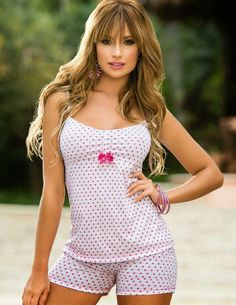 LAS MEJORES PIJAMAS PARA DORMIR MASCÓMODAS Cute Sleepwear, Lingerie Sleepwear, Nightwear, Sexy Lingerie, Cute Pajamas, Lingerie Collection, Men's Collection, Pyjamas, Feminine Style
