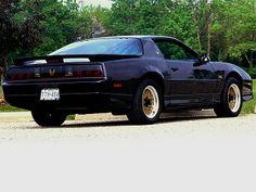 Pontiac Firebird Trans Am GTA (1989).