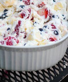 Red White and Blue Fruit Salad with Coconut Milk Whipped Cream… perfect as a h… Roter weißer und blauer Fruchtsalat mit Kokosmilch-Schlagsahne … perfekt als gesunder, milchfreier Köstliche Desserts, Healthy Desserts, Delicious Desserts, Dessert Recipes, Yummy Food, Healthy Meals, Healthy Recipes, Milk Recipes, Healthy Habits