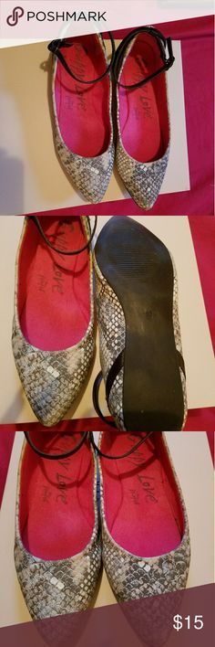 Women's Ankle strap flats Gently worn Snake print Flats w/ankle strap. Goes great w/any cami style sun dress grumpys Shoes Flats & Loafers