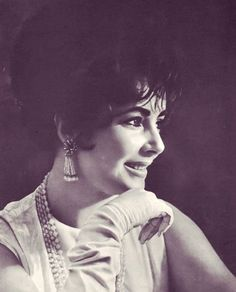 Tumblr dedicated to Elizabeth Taylor. Has lots of great photos and it's updated often.