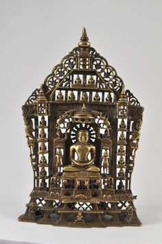 Chaubisi Jain Altarpiece. Casting bronze. NORTH INDIA. The date, inscripted on the back, is 1506 of Jain calendar. AD 1451 H 27,5 cm.