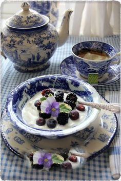 Transferware and Garden Blue and White Tea - dishes Blue Dishes, White Dishes, Blue And White China, Blue China, Dresser La Table, Café Chocolate, Vintage Dishes, White Decor, High Tea