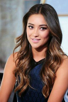 Shay Mitchell's hair