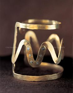 Bracelet | Alexander Calder. Gold wire. ca. 1947. || Photo Credit: Calder Foundation, New York // ART366411