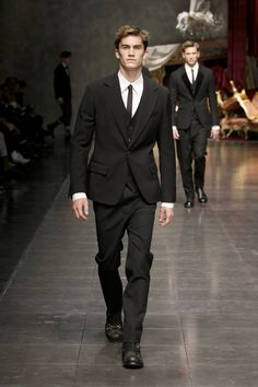 Dolce Winter 2013 men's collection - strong & renowned masculine tailoring tradition. A history that from its own past finds the impulse to always look for something NEW. Winter Looks, Fall Winter, Stefano Gabbana, Fashion Show, Mens Fashion, Dolce And Gabbana Man, Skinny Ties, Haircuts For Men, Classic Style
