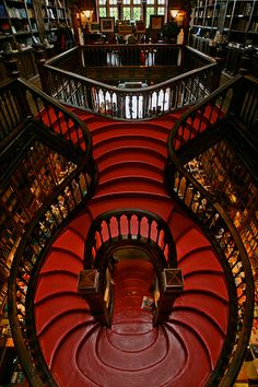 Porto: Livraria Lello & Irmão  The magnificent staircase at the Lello & Irmão bookstore in Porto...      http://www.flickr.com/photos/mrenjoy/2496068092