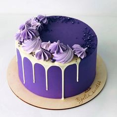 New cupcakes birthday easy buttercream frosting ideas Pretty Cakes, Beautiful Cakes, Amazing Cakes, Cake Decorating Frosting, Birthday Cake Decorating, Cake Birthday, Purple Birthday Cakes, Cake Decorating Amazing, Birthday Desserts