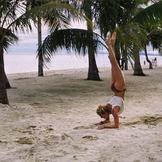 Improving my balance on the beach! ☀️ #forearmstand #yoga #yogachallenge #yogapose #yogatravel #beachyoga