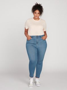 The Liberator Legging is the perfect denim for all year round. Volcom Liberator High Rise Jeans in Camper Blue Size Boyfriend Jeans, Mom Jeans, Plus Size Clothing Sale, Stylish Outfits, Fashion Outfits, Valley Girls, Curvy Jeans, Tapered Jeans, Friends Fashion