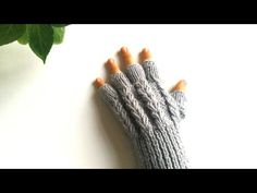Needlepoint Designs, Fingerless Gloves Knitted, Arm Warmers, Mittens, Crochet Baby, Sewing, Knitting, Youtube, Gloves